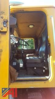 1990 International F5070 6x4 Tractor, Chassis & Trailer