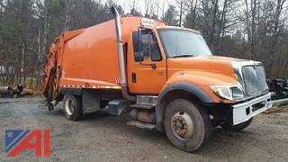 2004 International 7400 4 x 2 Packer