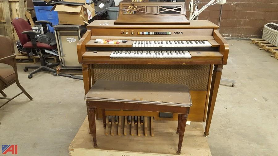Kimbal organ model 700 swinger