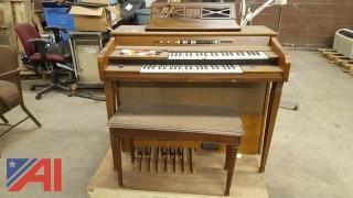 Kimball Swinger 700 Organ