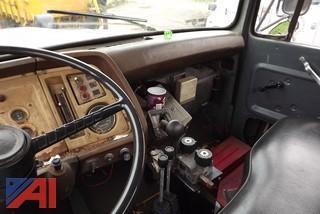 1983 Ford L8000 Sander