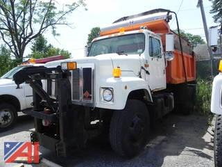 2002 International 2574 Dump w/ Sander