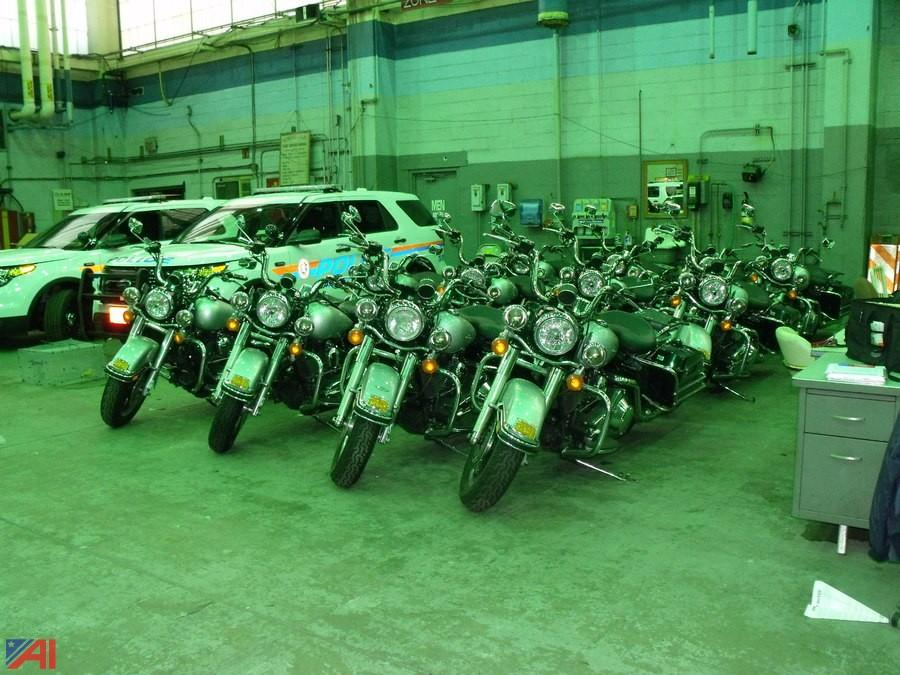 6d2284eaae53 Auctions International - Auction: Nassau County Police Motorcycles #7455  ITEM: 2006 Harley Davidson FLHPI Road King (Police) Motorcycle