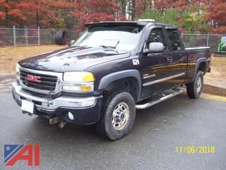 2004 GMC Sierra 2500HD Pickup with Plow