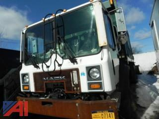 #14 2000 Mack MR690S Garbage Truck