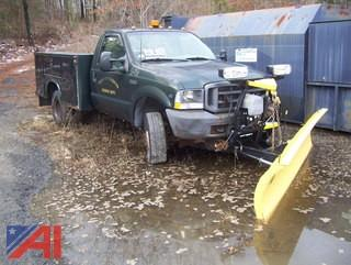 2002 Ford F350 XL Super Duty Utility Truck with Plow
