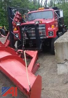 1992 International 2574 Dump with Sander