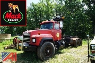 2000 Mack RD688S Stellar Hooklift Roll-Off Truck