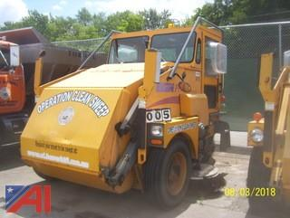 2004 Elgin Pelican SE Sweeper