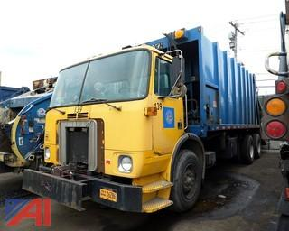 2000 Volvo WX64 Leach Rear Loader Sanitation Truck/S139