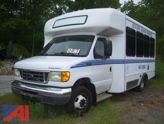 2005 Ford/Starcraft E350 Super Duty Wheelchair Bus