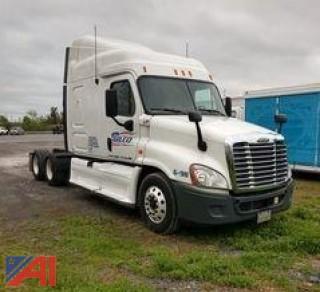 2012 Freightliner Cascadia Heavy Duty Semi-Trailer Truck