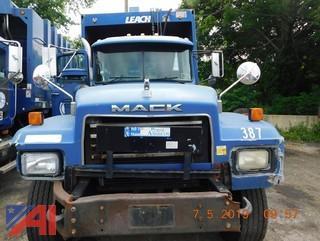2002 Mack RD688S Refuse Truck