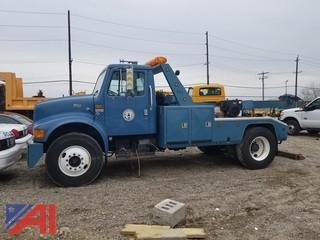 2000 International 4900 Tow Truck