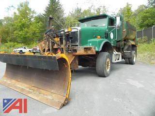1999 Freightliner FLD Truck with Plow and Wing