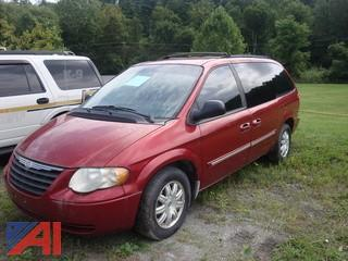 (#490) 2006 Chrysler Town and Country Mini Van
