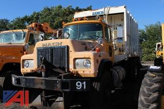 1990 Mack RD690SX Packer Truck