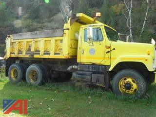 2002 International/Navistar 2574 Dump Truck