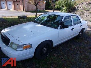 2004 Ford Crown Victoria Sedan/Police Emergency Vehicle