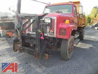 1999 International/Navistar 2574 Dump Truck