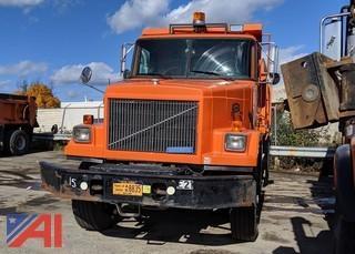1995 White/GMC ACL Autocar Dump Truck