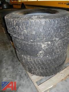 (#4) Michelin 11R22.2 XZE Tires