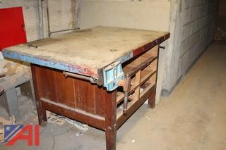 Woodworking Bench with Vise