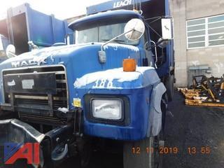 (386) 2002 Mack RD688S Garbage Truck