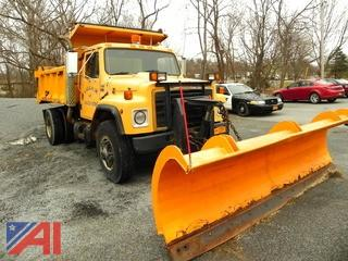(#3) 1989 International 1954 Dump Truck with Plow