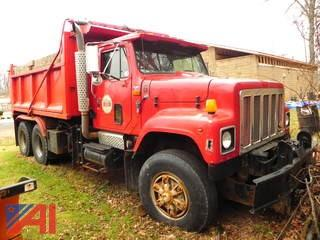 (#6) 1997 International 2574 Dump Truck with Plow and Sander