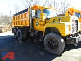 (#22) 1990 Mack RD690S Dump Truck