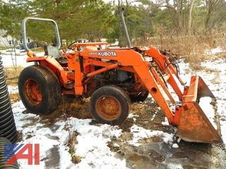 Kubota LA450 Tractor with Bucket