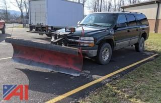 2003 Chevy 2500 Suburban with Plow