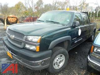 (#8) 2004 Chevy Silverado 2500HD Crew Cab Pickup Truck with Lift Gate