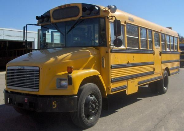 Auctions International - Auction: Malone CSD ITEM: 2001 Freightliner