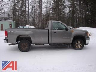 2008 GMC Sierra 2500HD Pickup w/ Plow
