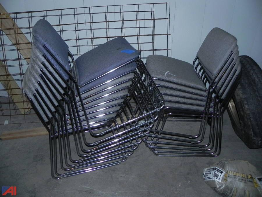 Lot Of 15 Stackable KFI Chairs. U2039u203a