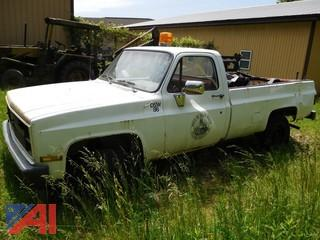 **Lot Updated to 4WD** 1986 Chevy D30 Pickup