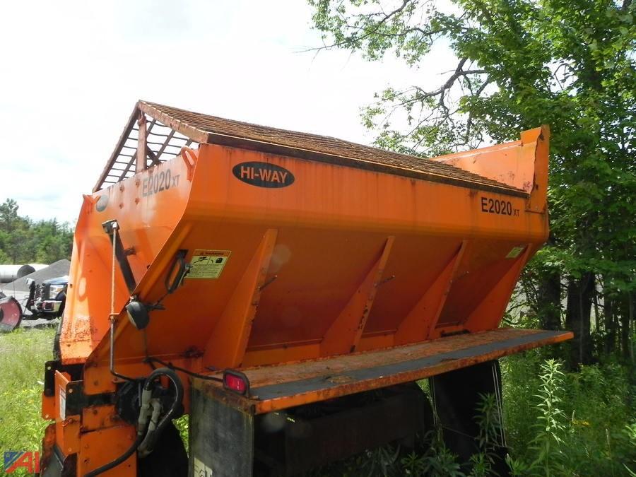 auctions international auction town  ohio  item    xt heavy duty spreader