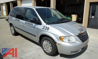 2005 Chrysler Town & Country Mini-Van