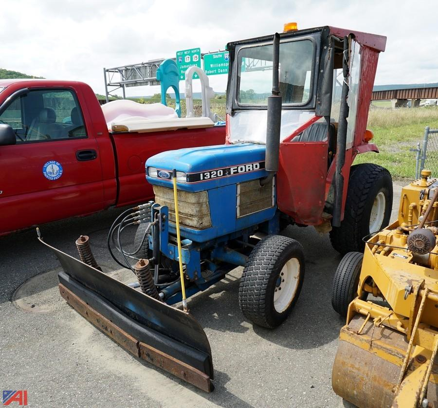Auctions International Auction Village Of Painted Post Dpw 11916 Item 1990 Ford New Holland 1320 4wd Tractor With Dozer Blade