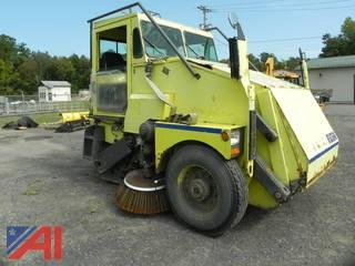 2000 Elgin Pelican SE Sweeper