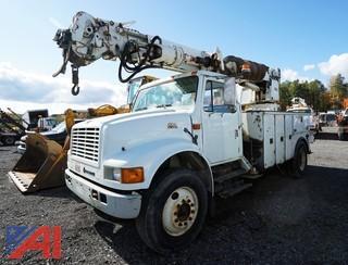 2000 International 4700 4x2 Altec Auger/Digger Truck