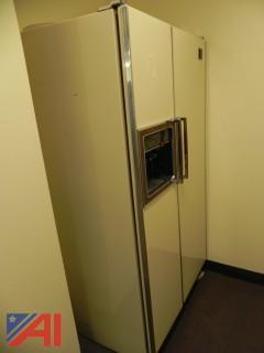 (#12) GE 23.5 Cubic Feet Refrigerator Freezer