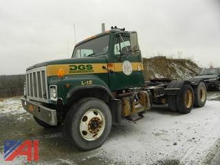 2001 International 2574 Tractor