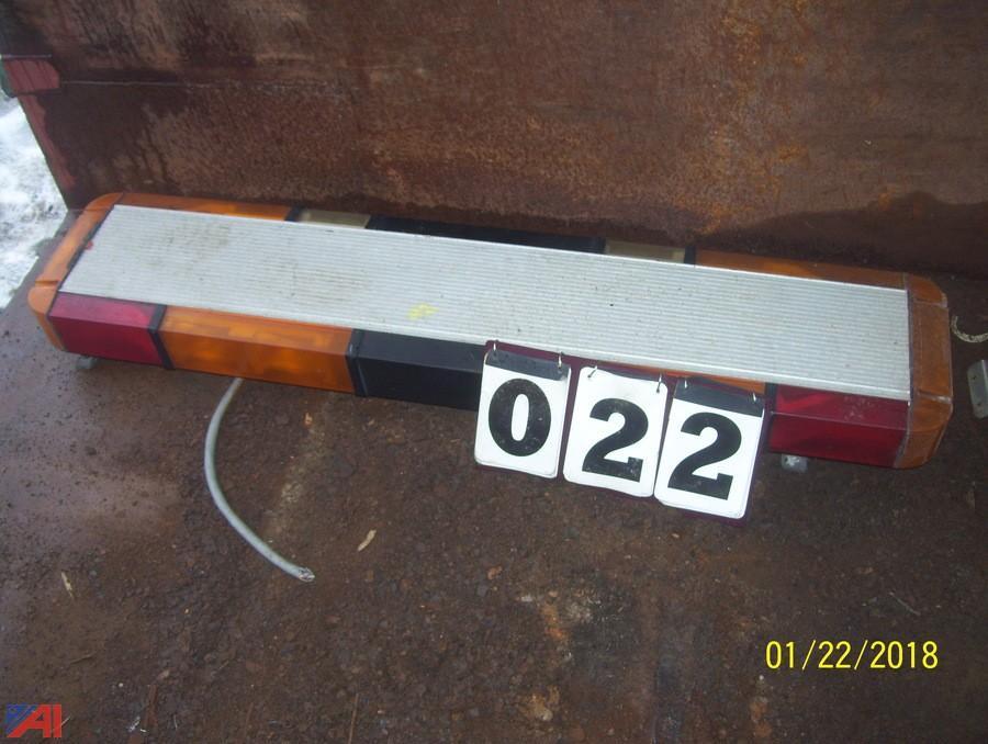 Auctions international auction town of braintree dpw ma 13376 whelen light bar aloadofball Gallery