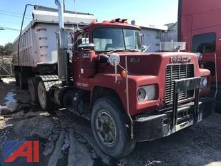 1989 Mack RD690S Truck