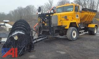 1996 International Paystar 5000 Salter Truck with Plows