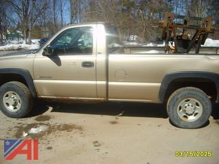 2004 Chevy 2500 HD Pickup Truck with Plow