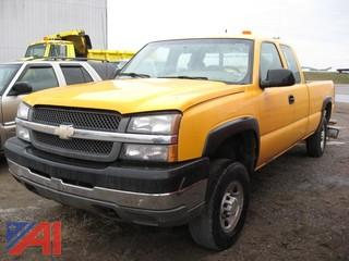 2004 Chevy Silverado 2500 HD Pickup Truck with Plow